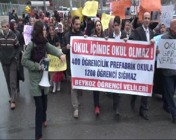 Beykoz'da öğrenci ve veliler Milli Eğitim'e yürüdü