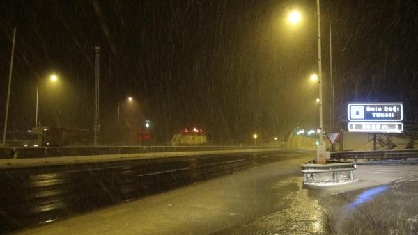 Bolu Dağı'nda kar yağışı ulaşımı etkiliyor