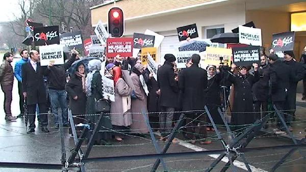 AB önünde basın özgürlüğü için protesto