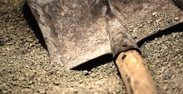İşsiz anne 24 günlük bebeğini diri diri gömdü