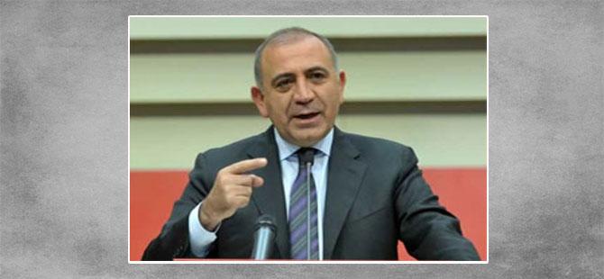 CHP'li Tekin: AKP korktuğu için masayı yıkmakla meşgul