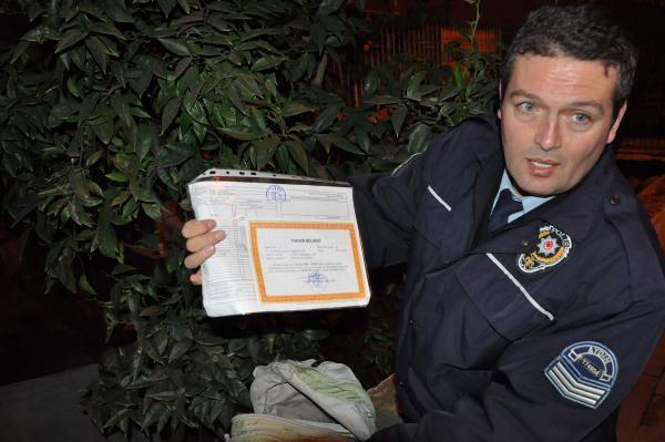Şüpheli çantadan karne ve taktir belgesi çıktı