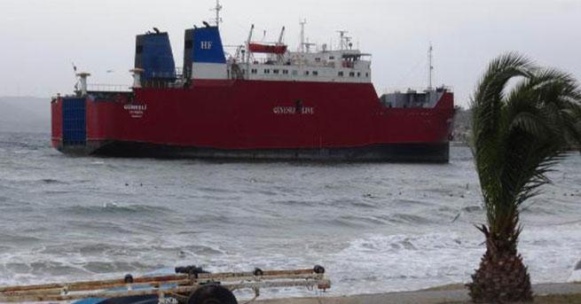 Fırtına Ro-Ro gemisini karaya oturuttu