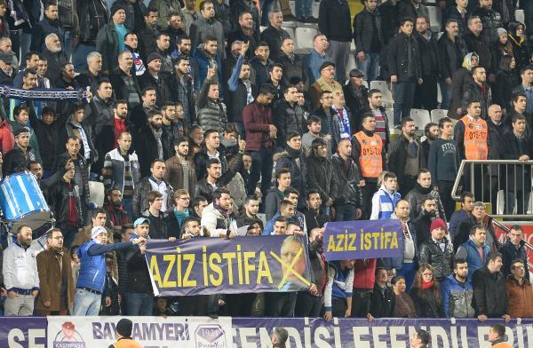 Kasımpaşa tribünlerinden Yıldırım'a 'Aziz İstifa' pankartı