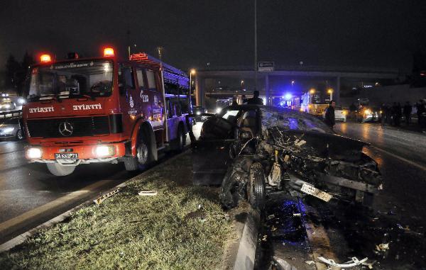 Bayrampaşa'da zincirleme trafik kazası: 1'i ağır, 4 yaralı