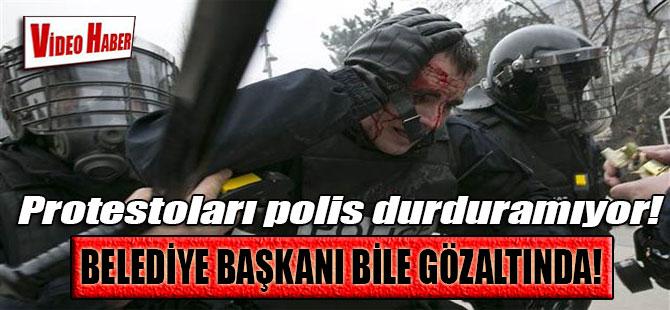 Belediye başkanı bile gözaltında! Protestoları polis durduramıyor!