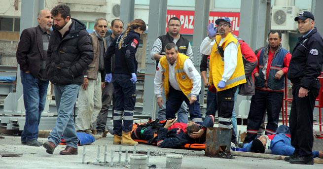 Vinç yerinden çıktı!.. 3 işçi yaralandı!