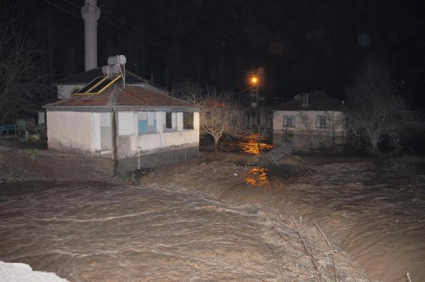 Sel su baskınlarına neden oldu