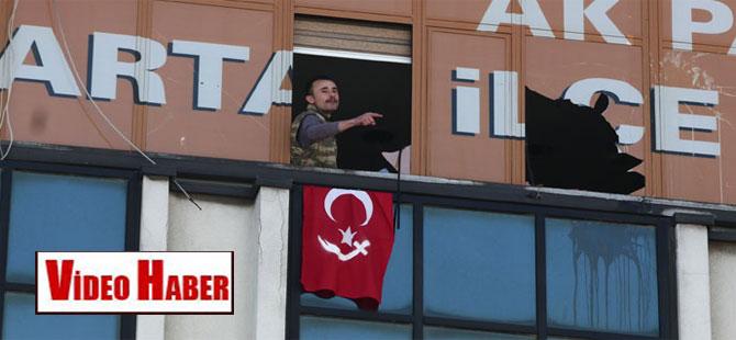 AKP ilçe binasını işgal eden kişi gözaltına alındı