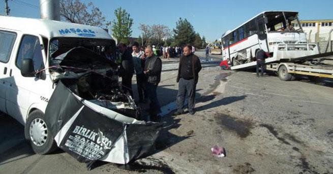 İşçi servisi minibüsle çarpıştı: 29 yaralı