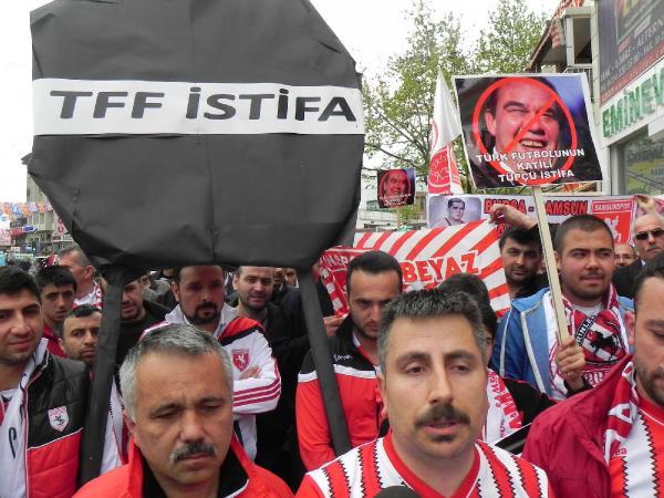 Samsunspor'dan federasyona Bursa'da siyah çelenk