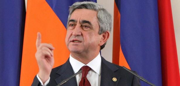 Ermenistan'da Genelkurmay Başkanı'nın görevden alınması kararı Sarkisyan'ın vetosuna takıldı