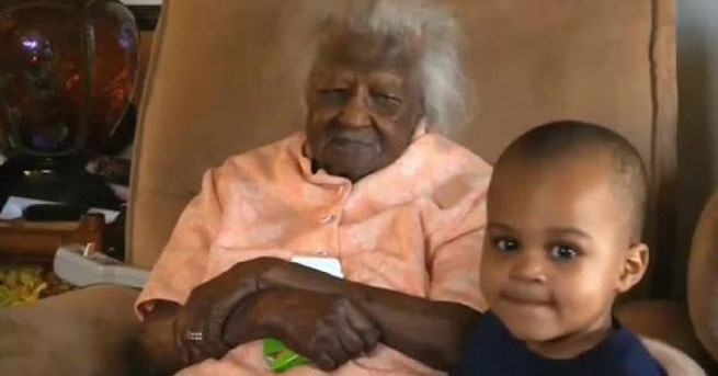Dünyanın en yaşlı kadını doğumgününü kutladı