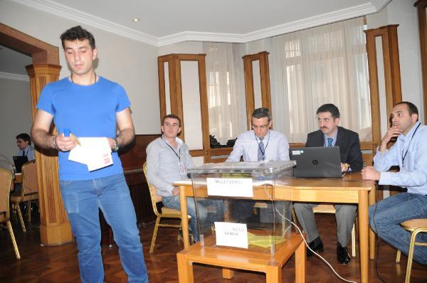 Rusya'daki seçmenler oy kullanmaya başladı