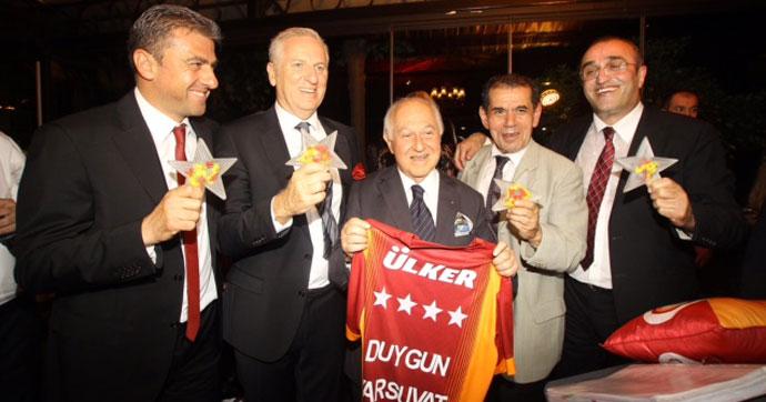 Galatasaray yönetimi şampiyonluğu Suada'da kutladı