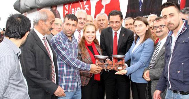 CHP'lilerden terazili protesto