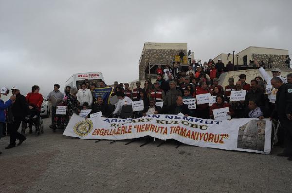 11 ülkeden gelen engelliler Nemrut Dağı'na tırmandı