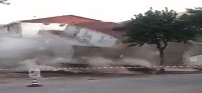 Boşaltılan 3 katlı bina böyle yıkıldı