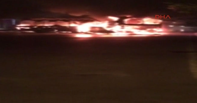 Yer: Ataşehir!… Halk otobüsünü yaktılar!