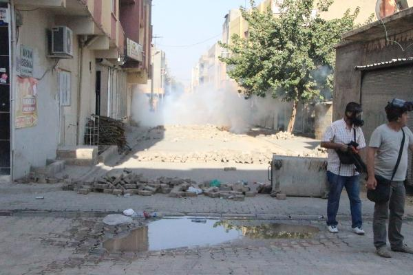 Mardin'de yol kesen PKK'lılara polis müdahale etti