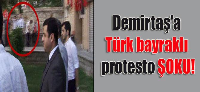 Demirtaş'a Türk bayraklı protesto ŞOKU!