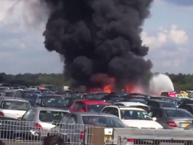 İngiltere'de uçak düştü: 4 ölü