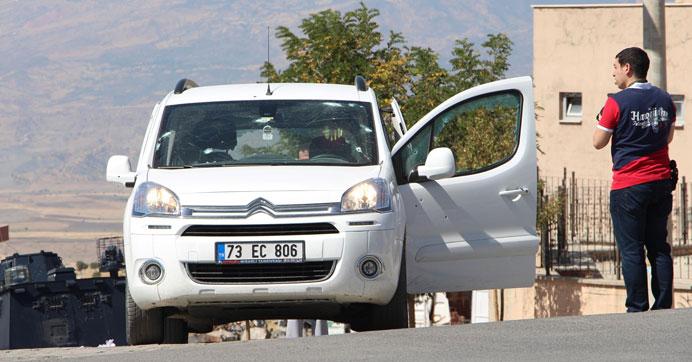 PKK'lılar uzman çavuşun bulunduğu araca saldırdı:1 ölü