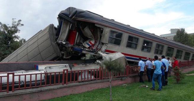 Elazığ'da iki tren çarpıştı