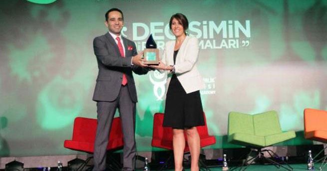 Pozitif Enerji Ödülü Hanzade Doğan Boyner'e verildi