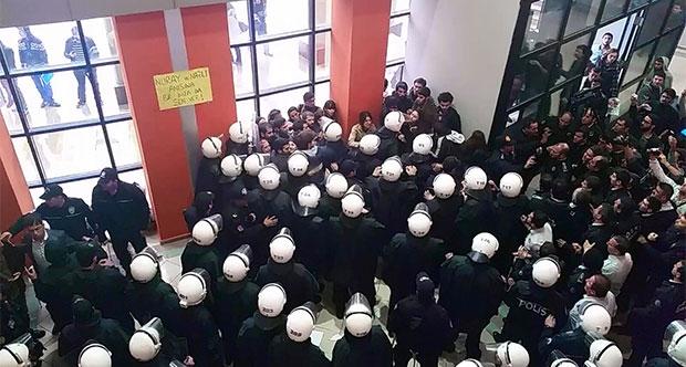Üniversitede Suruç anmasına polis müdahalesi