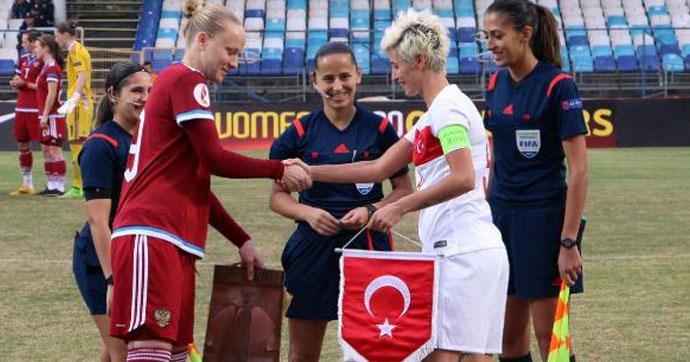 Türkiye- Rusya maçında dostluk rüzgarı