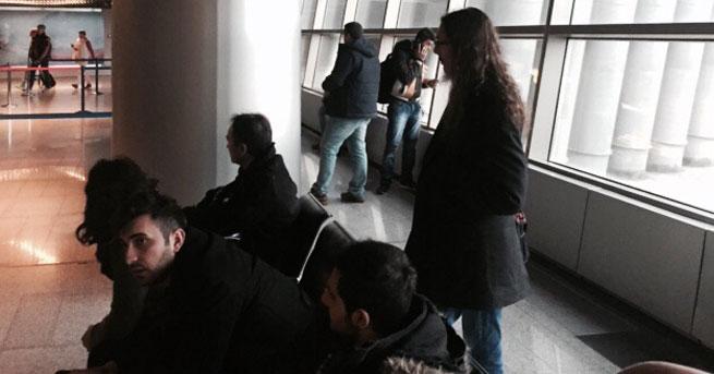 Türk yolcular Moskova havaalanında bekletiliyor