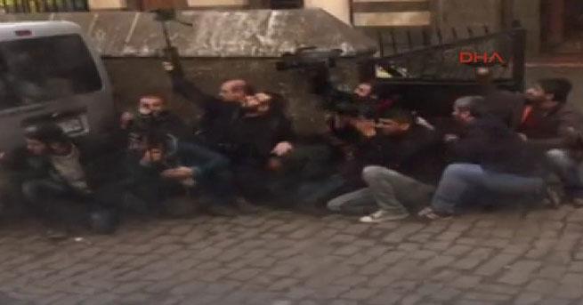 Saldırı sırasında gazetecilerin zor anları