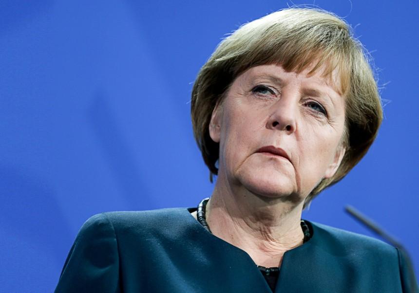 Merkel'den Rusya'ya yaptırım sinyali