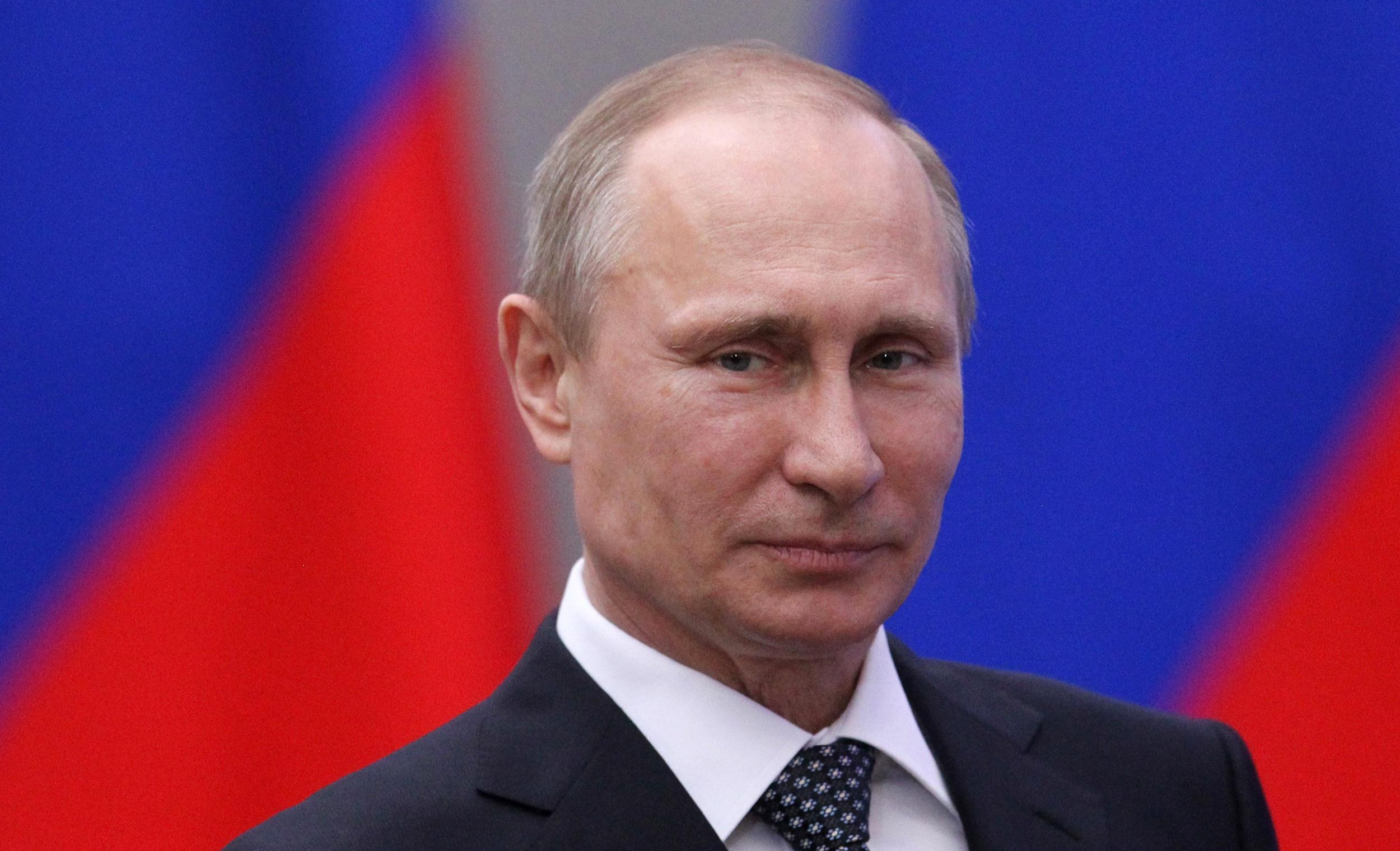 Putin'den yabancı basının 'ajan' olarak tanınmasına onay!