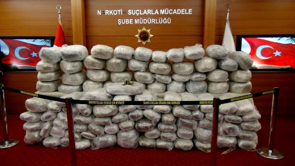Pendik'te 410 kilo esrar yakalandı