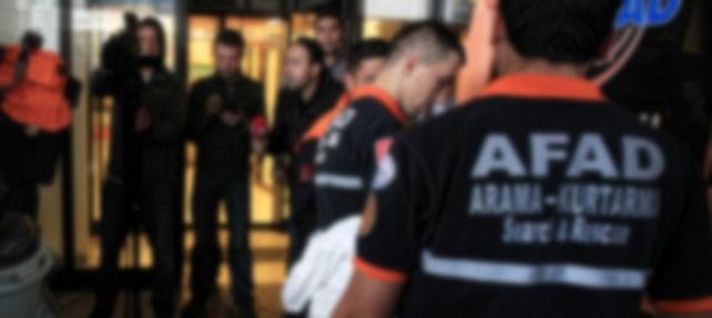 İzmir'de AKP'nin de bulunduğu binada 'kimyasal' alarm