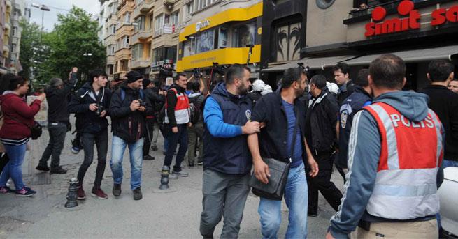 Taksim'de kafeterya önünde gerginlik