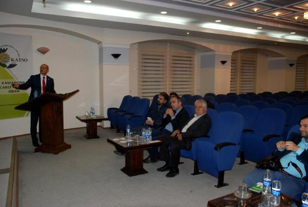 Eski AKP'li vekilin konferansına 1 kişi katıldı