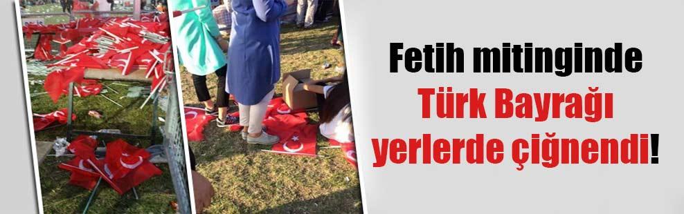 Fetih mitinginde Türk Bayrağı yerlerde çiğnendi!