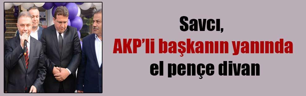 Savcı, AKP'li başkanın yanında el pençe divan