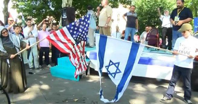 'Kudüs Günü' yürüyüşünde ABD ve İsrail bayrakları yakıldı