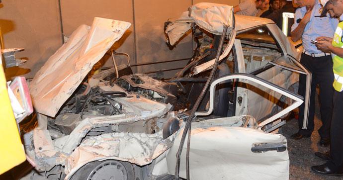 İşçilerin bulunduğu kamyona çarptı!.. 1 ölü, 3 yaralı!