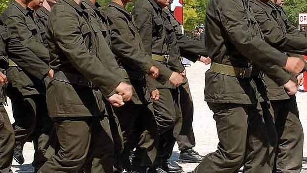 Milli Savunma Bakanı açıkladı: Askerlik kısalıyor