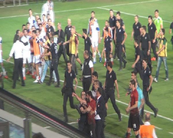 Türkiye – Kıbrıs Rum Kesimi maçında gerginlik
