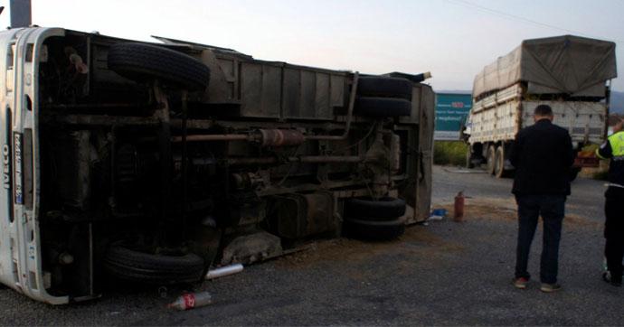 Tarım işçilerini taşıyan minibüs, kamyon ile çarpıştı!..
