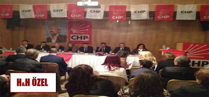 y-CHP'den Diyarbakır'da Atatürk ve Türk bayraksız panel!