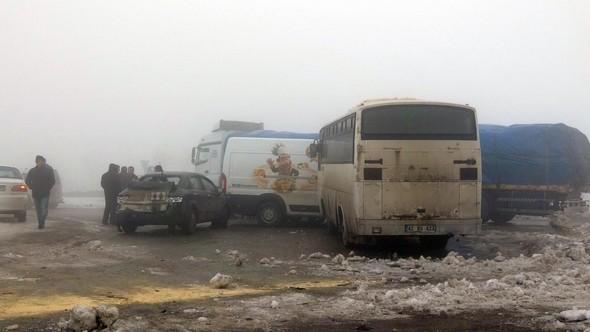 Konya'da 32 araç birbirine girdi!