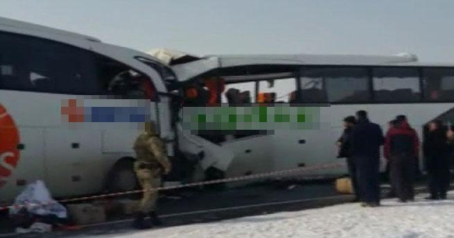 Yolcu otobüsleri çarpıştı: 6 ölü, 16 yaralı