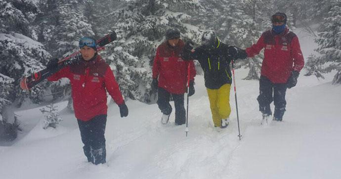 Kaybolan kayakçıyı JAK timi kurtardı